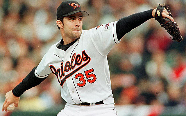 Baltimore Orioles pitcher Mike Mussina throws to h